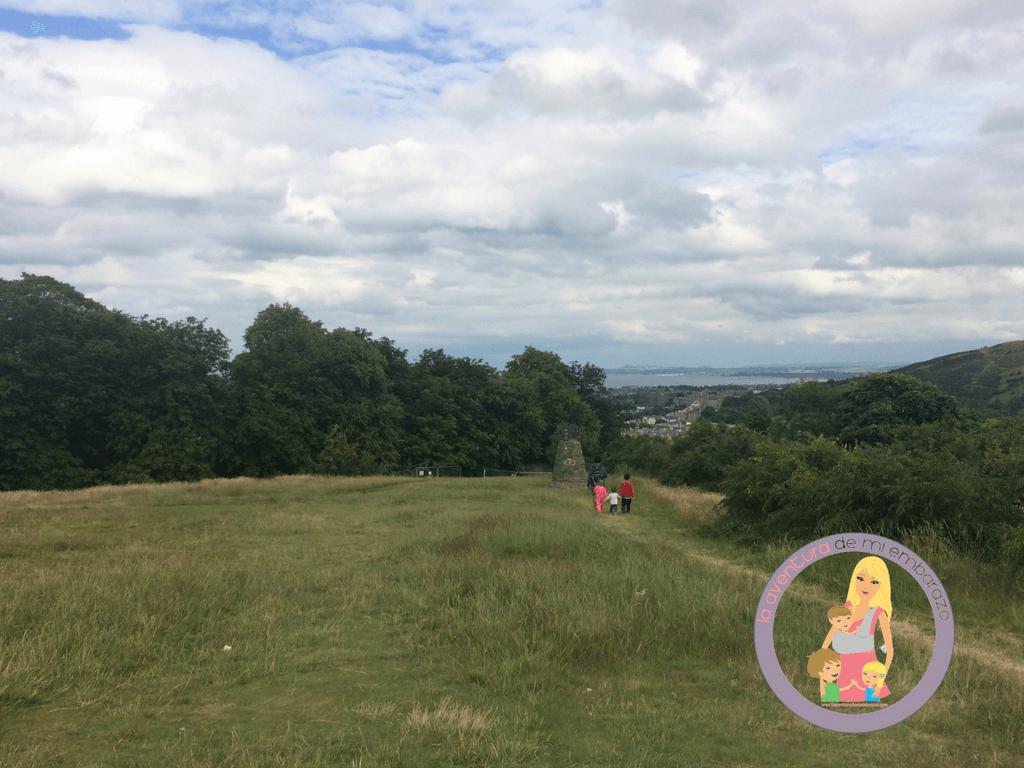 planes con niños en edimburgo calton hill