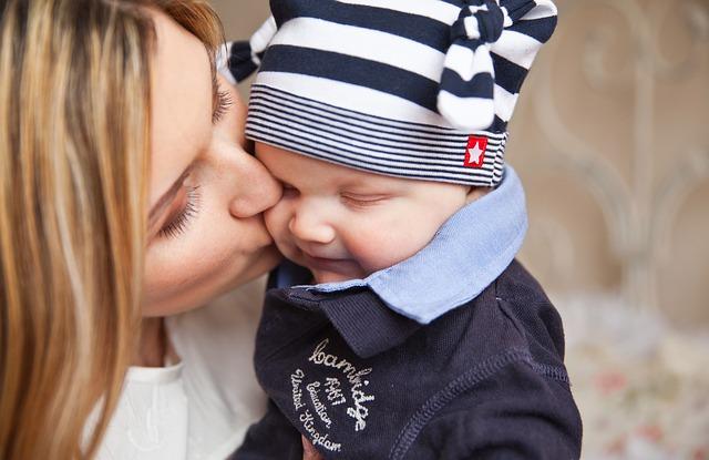 photo baby-mum-kiss_zps0a1ae311.jpg